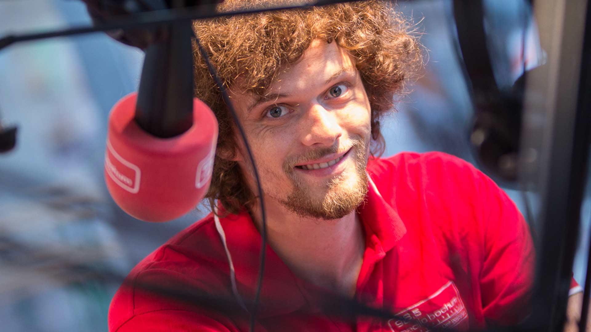 Felix Groß moderiert Radio Bochum am Morgen. Foto: Westfunk