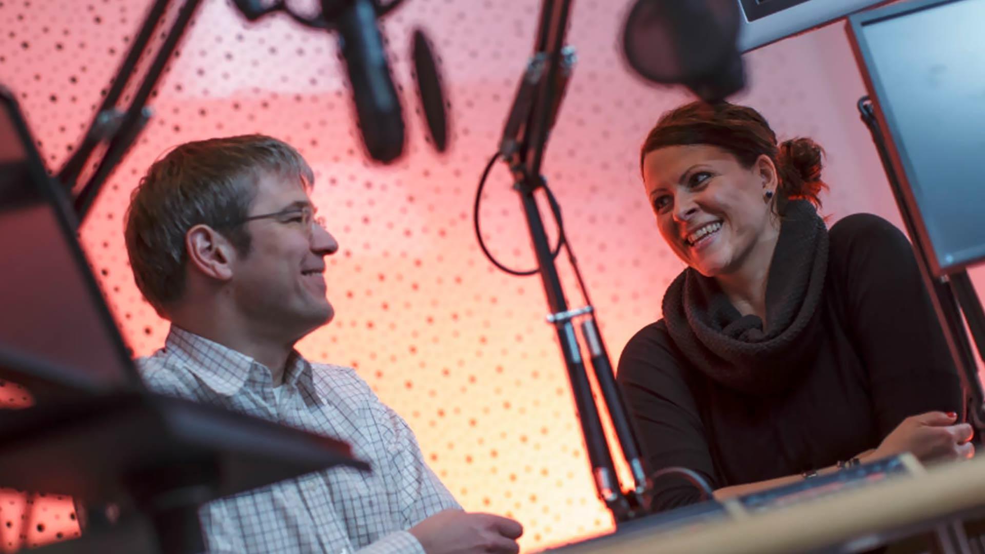 Radio Essen-Moderatorin Claudia Steinmetz im Gespräch mit Chefredakteur Christian Pflug. Foto: Westfunk