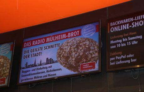 Anzeigen in den Bäckereifilialen weisen auf die Aktion hin. Foto: Westfunk